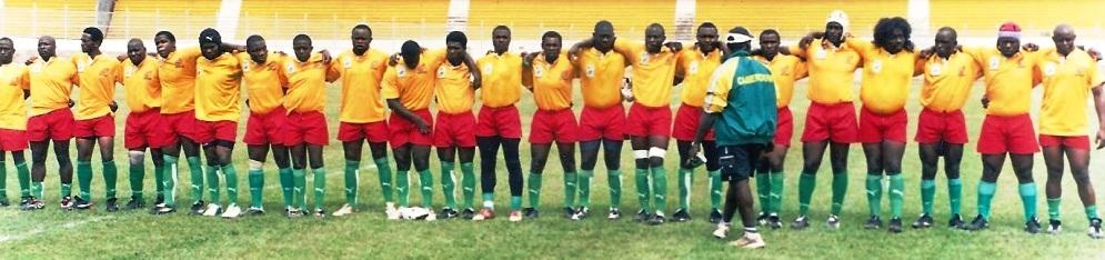 Sélection du Cameroun en 2008 contre le Nigeria, à Yaoundé. Louis est le 9ème joueur en partant de la droite