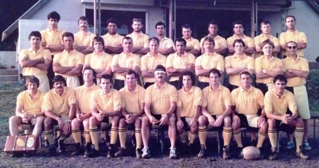 1987 – Jean-Michel (rang du milieu, 4ème à partir de la droite) à La Réunion, au sein du XV Saint-Pierrois