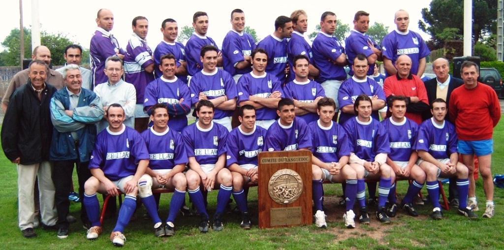 Saison 2004/2005 : Benjamin (5e en haut en partant de la gauche ) avec les « Violets » du Stade Piscénois, Champions Honneur du Languedoc